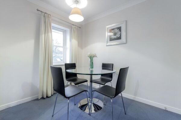 Dining Area, Sabin Gates Serviced Apartment, Bracknell
