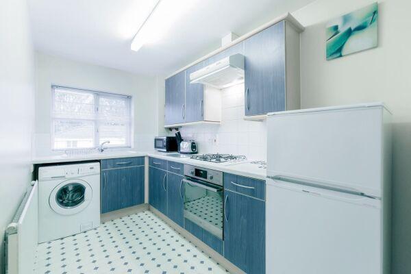 Kitchen, Sabin Gates Serviced Apartment, Bracknell