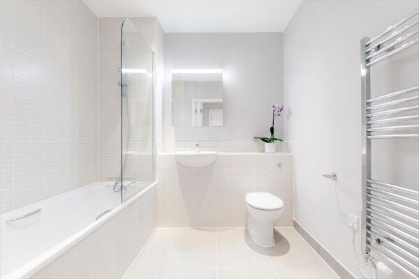 Bathroom, Vertex House Serviced Apartments, Croydon, London