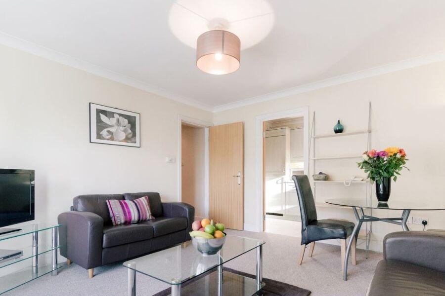 Cascades Court Apartments - Wimbledon, West London