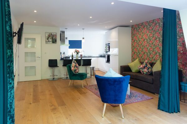 Living and Kitchen Area, Hobbs House Serviced Accommodation, Cambridge
