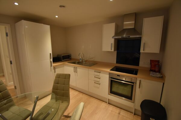 Kitchen and Dining Area, Princes Street Serviced Apartment, Ipswich