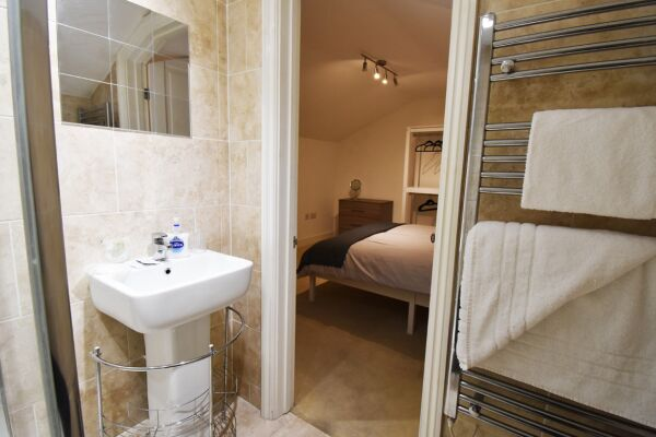 Ensuite, The North Gate Serviced Apartment, Ipswich