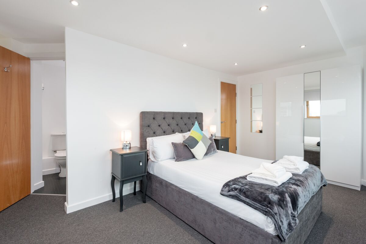 Bedroom, Pinnacle Serviced Apartments, Glasgow