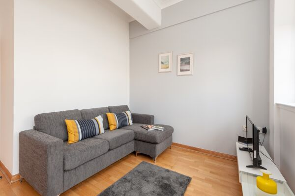 Living Area, College Street Serviced Apartment, Glasgow
