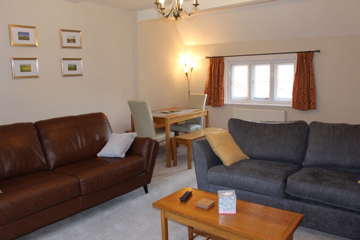 Living and Dining Area, Ashbrook Chilton Serviced Apartments, Chilton