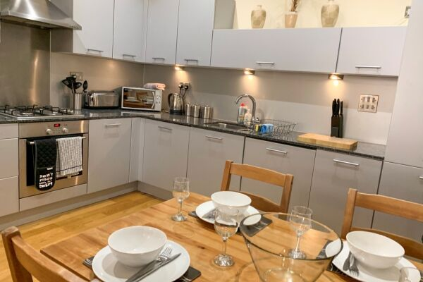 Kitchen, Ingram Serviced Apartment, Glasgow