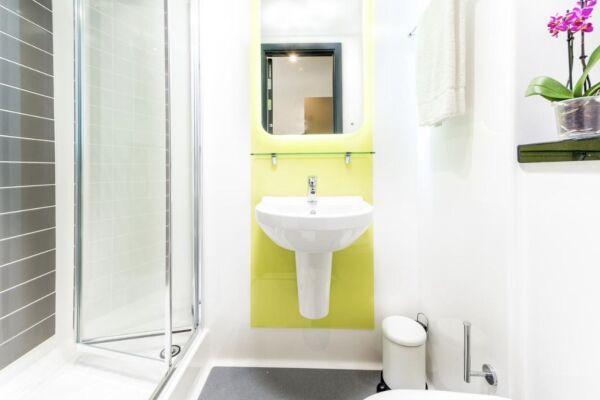 Bathroom, Infinity Serviced Apartments, Luton