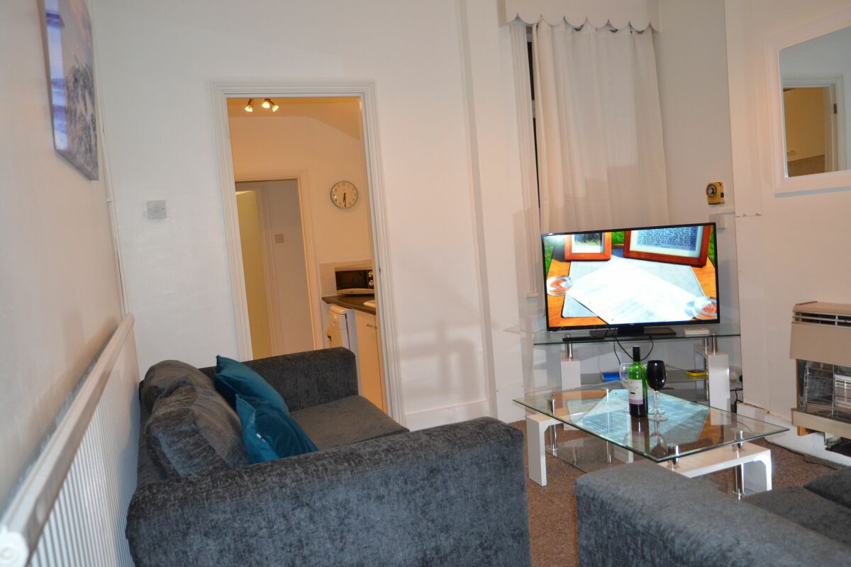 Living Area, Highbury Road Serviced Accommodation, Luton