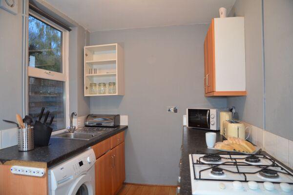 Kitchen, Ridgeway Road Serviced Accommodation, Luton