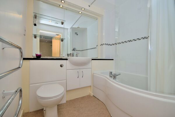 Bathroom, Saddlery Way Serviced Apartment, Chester