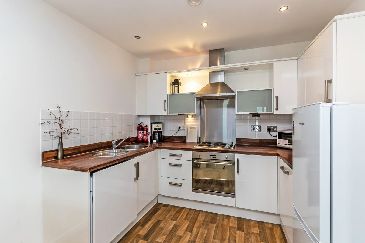 Kitchen, The Racecourse Serviced Apartment, Chester