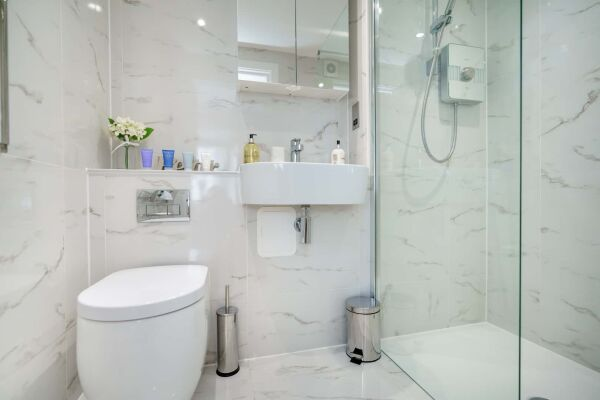 Shower Room, Victoria Road Serviced Apartments, Cambridge