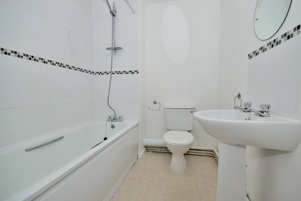 Bathroom, The Racecourse 7 Serviced Apartment, Chester