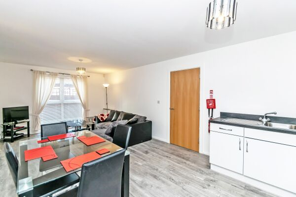 Kitchen and Living Area, The Racecourse 7  Serviced Apartment, Chester