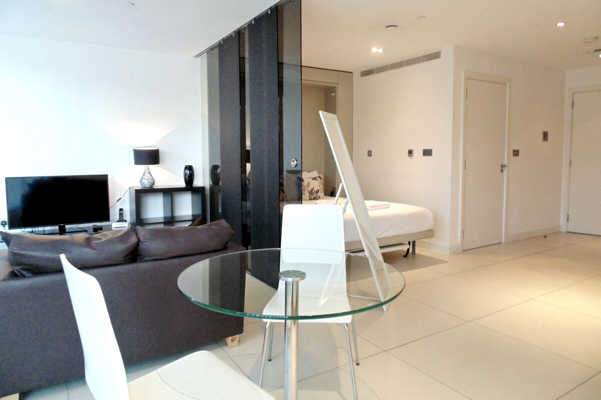 Open Plan Living Area, Old Street Executive Serviced Apartment, Old Street