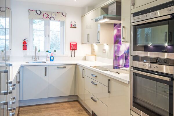 Kitchen, Windrush Lake Serviced Accommodation, Cirencester