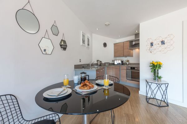 Waterloo Court Serviced Apartments in Leeds, Kitchen and Dining Area
