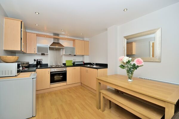 Kitchen, The Racecourse Serviced Apartments, Chester