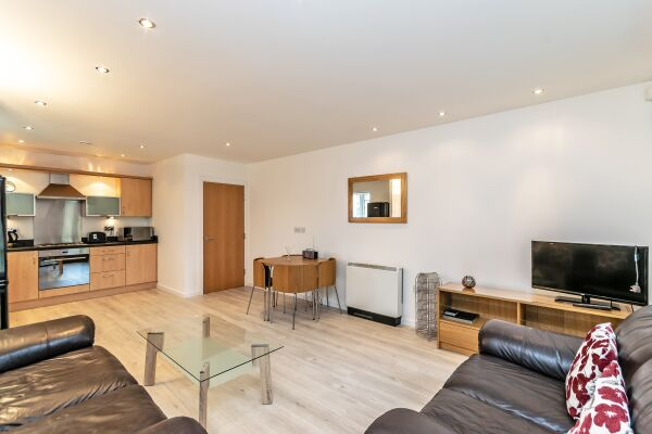 Living and Dining Area, The Racecourse 140 Serviced Apartment, Chester