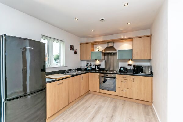 Kitchen, The Racecourse 140 Serviced Apartment, Chester