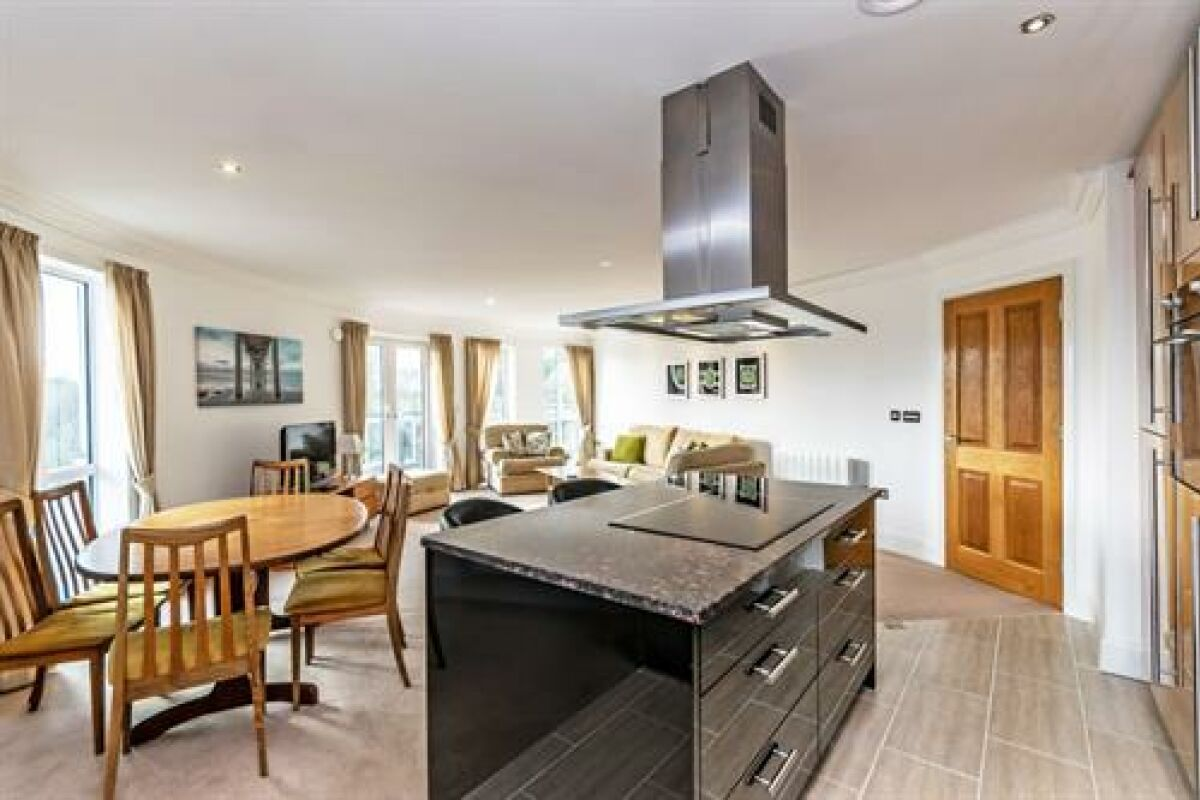 Kitchen and Dining area, Saddlery Way Serviced Accommodation, Chester