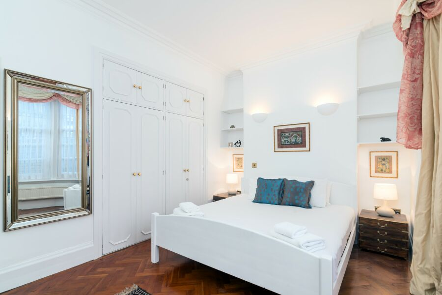Cromwell Crescent Accommodation - Kensington, Central London