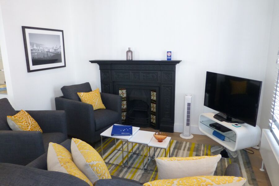 Shaftesbury Avenue Apartments - Soho, Central London