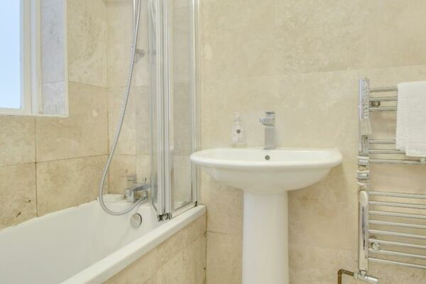 Bathroom, Sunny Cottage House Serviced Accommodation, Brighton