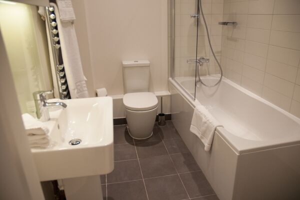 Bathroom, West Street Serviced Apartments, Covent Garden, London
