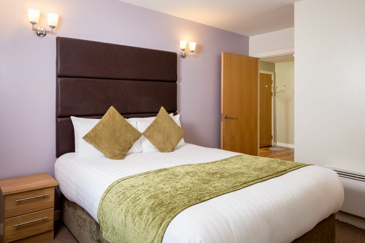 Bedroom, Headingley Serviced Apartments, Leeds
