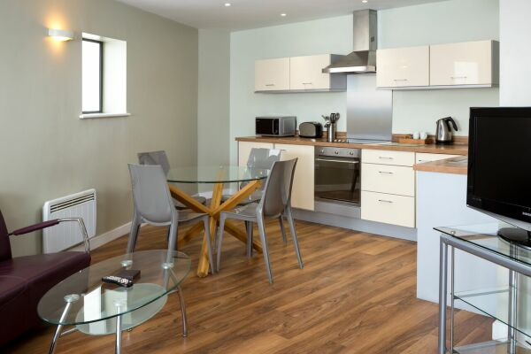 Kitchen and Dining Area, Headingley Serviced Apartments, Leeds