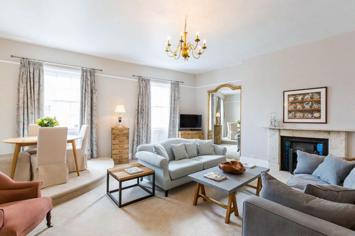 Living room, Queen's Circus Serviced Apartment, Cheltenham