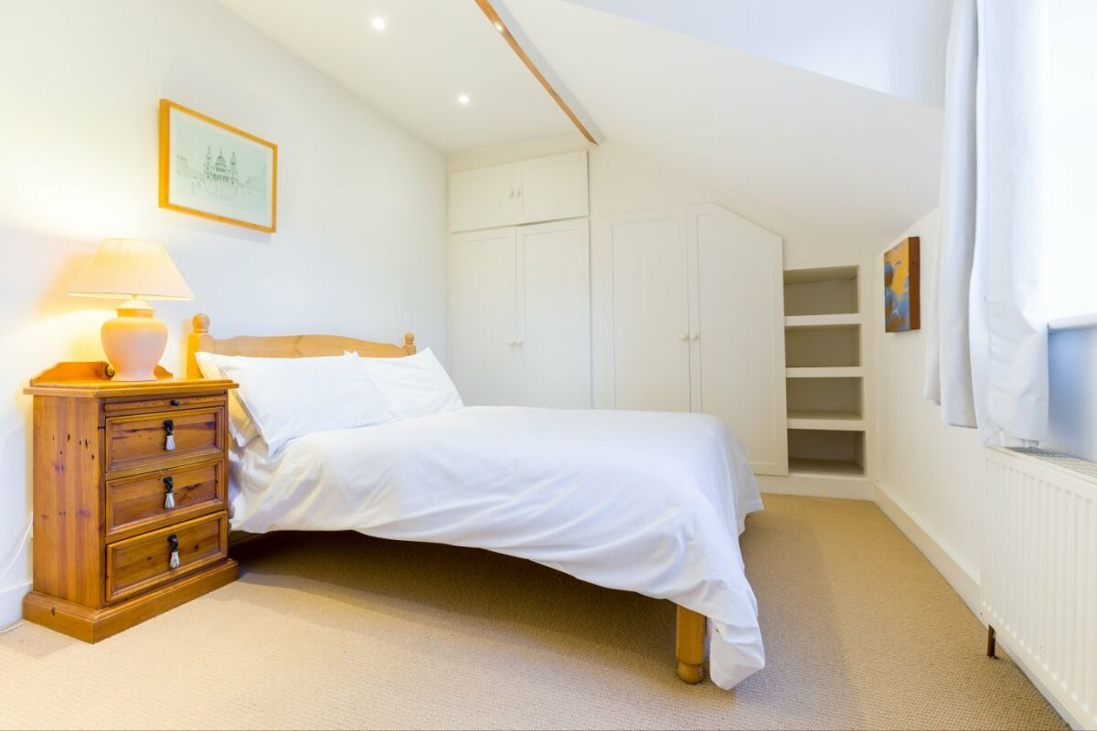 Bedroom, Quince Cottage Serviced Apartments, Cheltenham