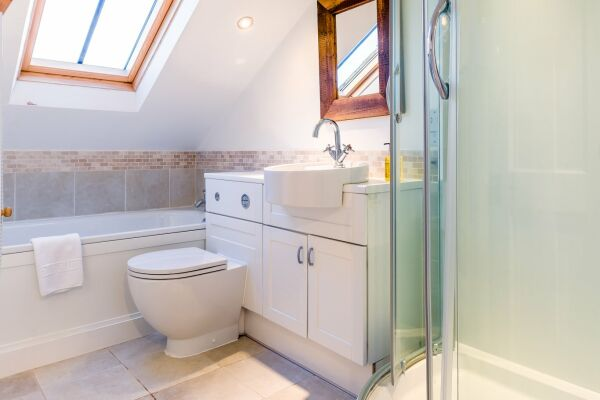 Bathroom, Quince Cottage Serviced Apartments, Cheltenham