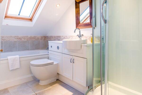 Bathroom, Quince Cottage Serviced Apartments, Cheltenham