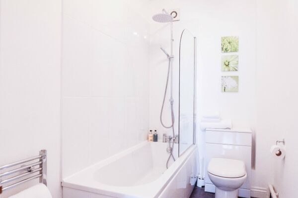 Bathroom, Tivoli Mews Serviced Apartment, Cheltenham