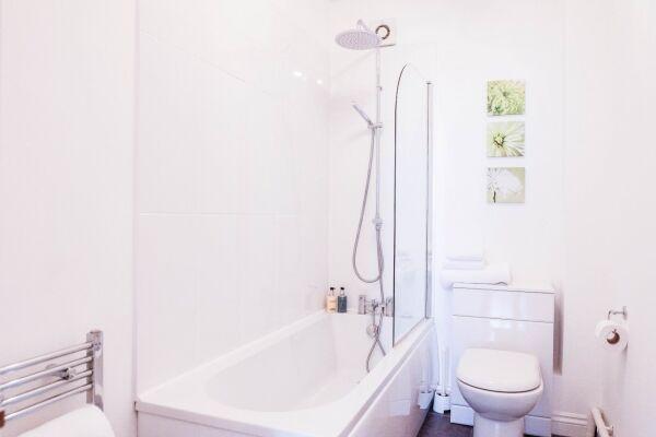 Bathroom, Tivoli Mews Serviced Apartment, Cheltenham