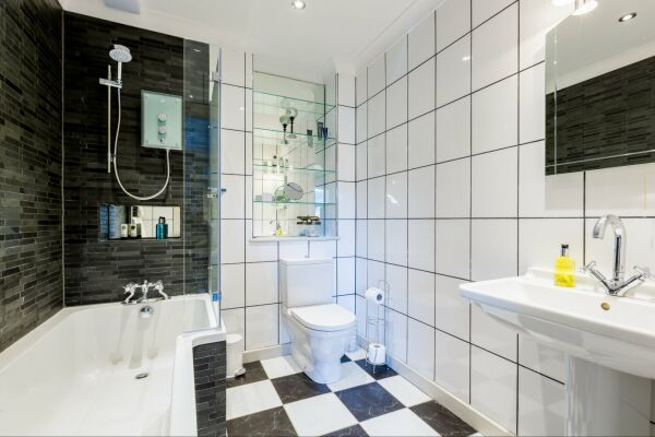 Bathroom, Parade Serviced Apartment, Cheltenham