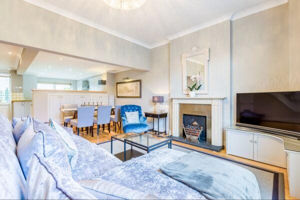 Living Area, Parade Serviced Apartment, Cheltenham