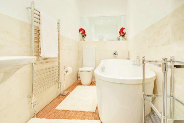 Bathroom, Queens Lane Serviced Apartments, Cheltenham