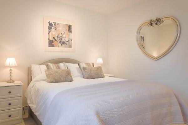 Bedroom, 78 Suffolk Road Serviced Apartment, Cheltenham