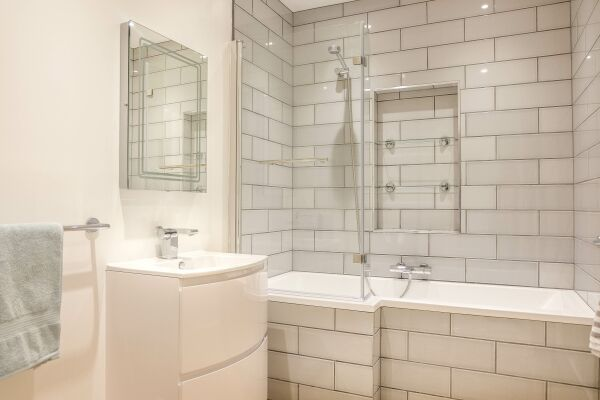 Bathroom, 78 Suffolk Road Serviced Apartment, Cheltenham