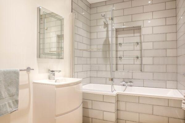 Bathroom, 78 Suffolk Road Serviced Apartment, Cheltenham