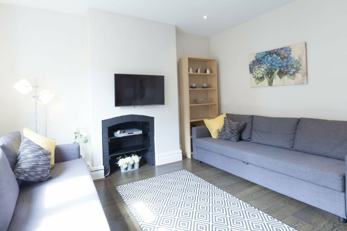 Living Area, Victorian Towers Serviced Apartment, Leicester