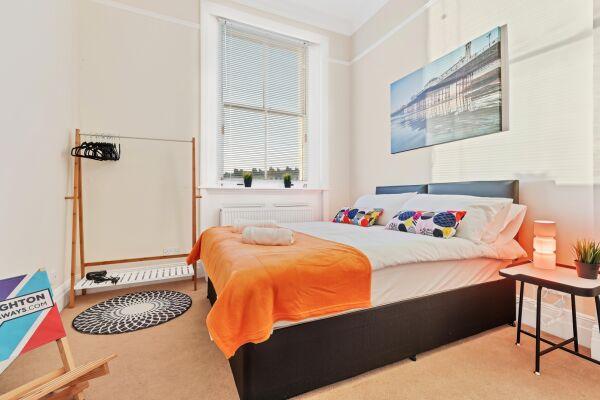 Bedroom, Grand Seaview Serviced Apartment, Hove, Brighton