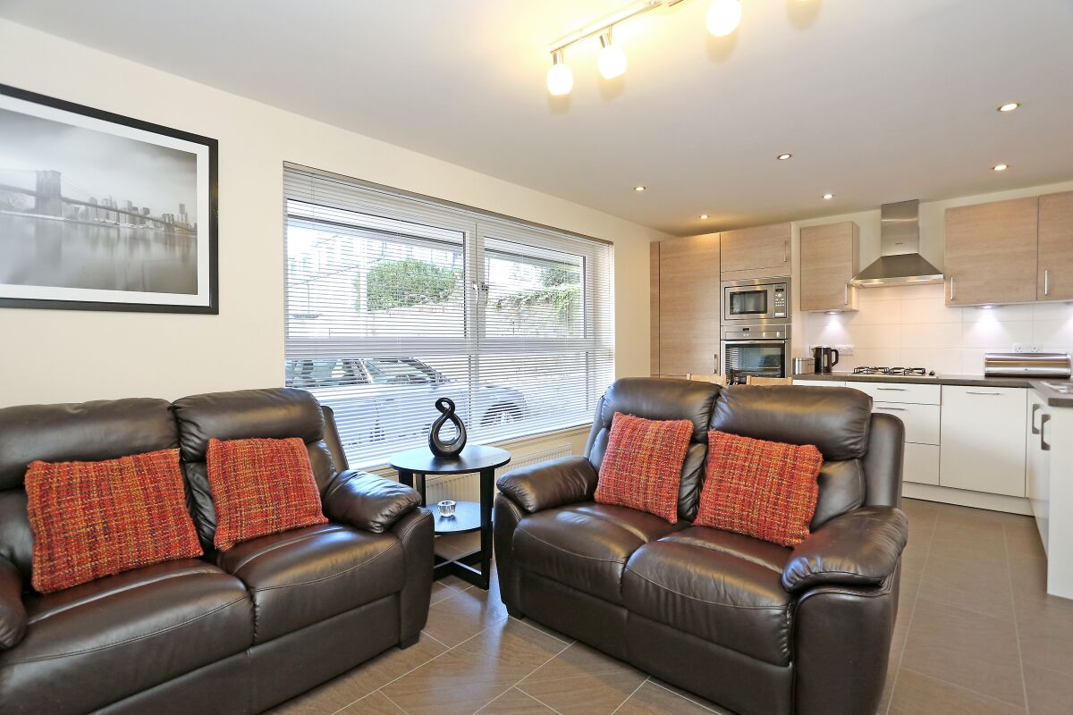 Living Area, Thistle Lane Serviced Apartment, Aberdeen