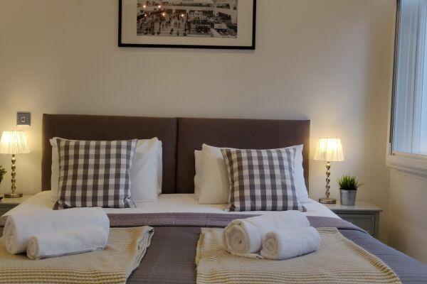 Bedroom, Mint Drive Serviced Apartment, Birmingham