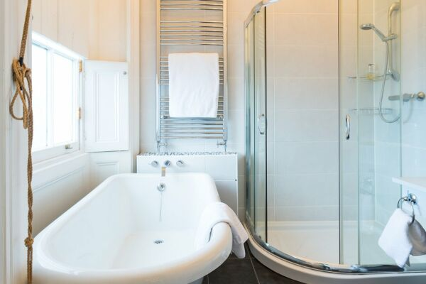 Bathroom, Montpellier House Serviced Apartments, Cheltenham
