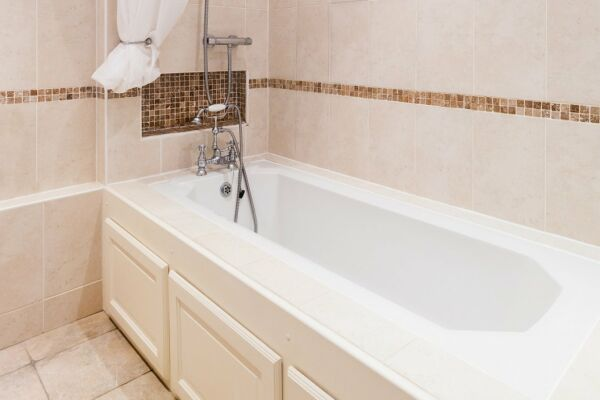 Bathroom, Montpellier House Serviced Apartments, Cheltenham